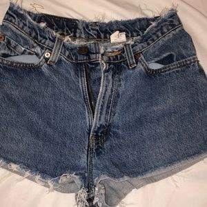 The perfect pair of casual Levi jean shorts